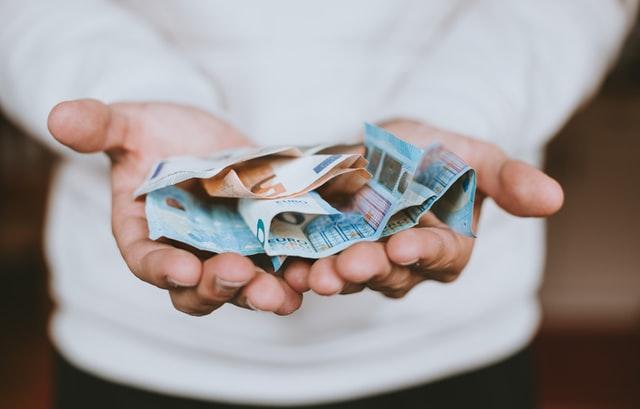 Een lening aanvragen of beter zelf sparen? Wij vertellen het!